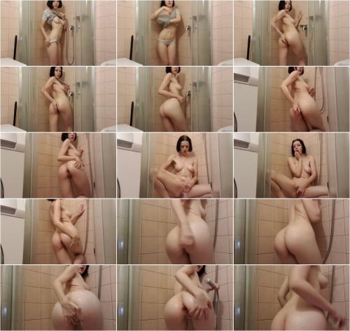 Elles Club - Having Fun In a Shower [FullHD 1088P]
