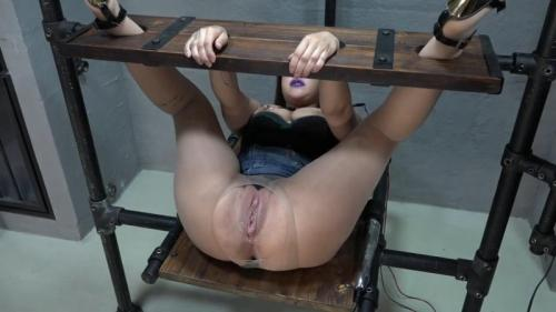 Samira fucked with the power dildo. 2017-07-16. Amateure-Xtreme.com (78 Mb)