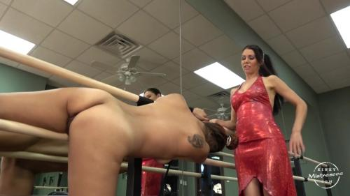Mistress Susi - The Slave Girl in the Ballet Room [HD 720P]