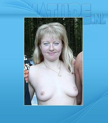 Mature - Roxanna (38) - She loves to suck cocks in the car and in the woods