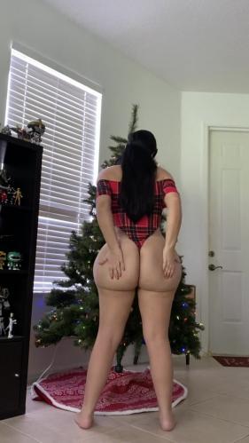 Crystal Lust - Watch me use my Christmas Tree to Masturbate [FullHD 1080P]