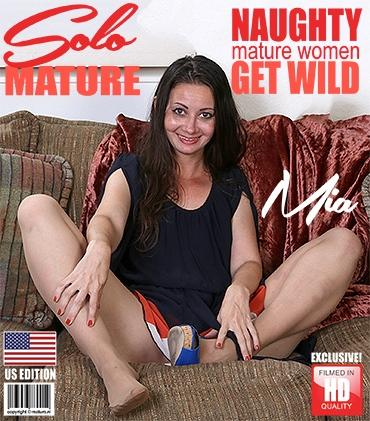 Mature - Mia (38) - American mom playing with herself