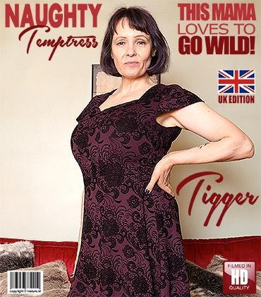 Mature - Tigger (EU) (50) - British big breasted Tigger pleasing herself
