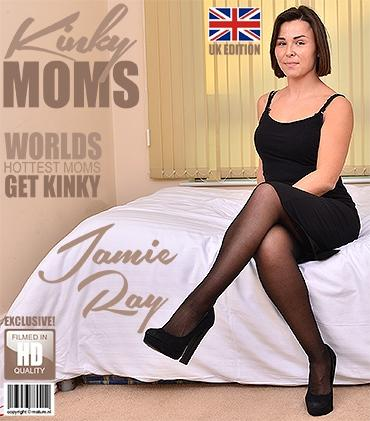 Mature - Jamie Ray (EU) (36) - British mom Jamie Ray playing in bed