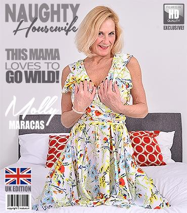 Mature - Molly Maracas (EU) (54) - British housewife Molly Maracas playing with her glass dildo