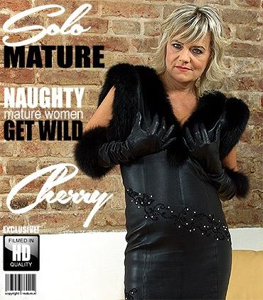 Mature - Cherry (52) - naughty housewife Cherry playing with herself