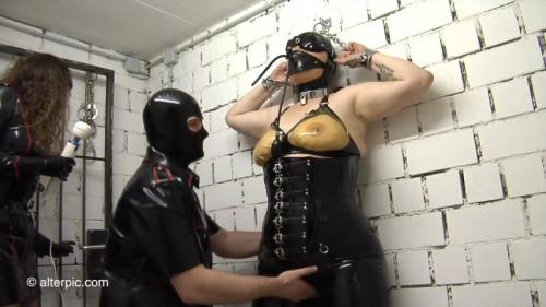 Spank – Anna Rose and Latex Lady and Ronnie. Nov 13 2015. AlterPic.com (420 Mb)