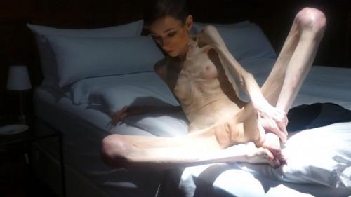 Christin posing naked indoors (7F2xo). 19 Mar 2018. Skinnyfans.com (262 Mb)