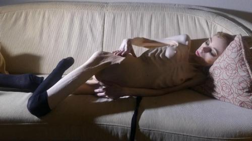 Christin undressing and posing indoors (j7D3c). 18 Mar 2019. Skinnyfans.com (266 Mb)
